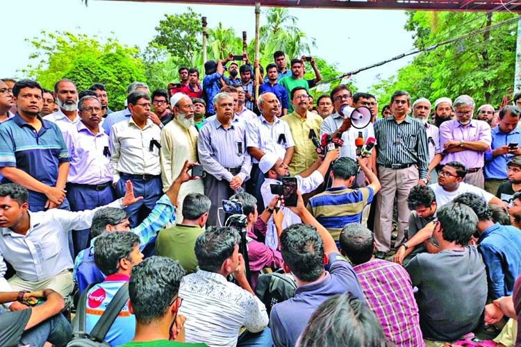 BUET teachers, alumni demand VC resignation