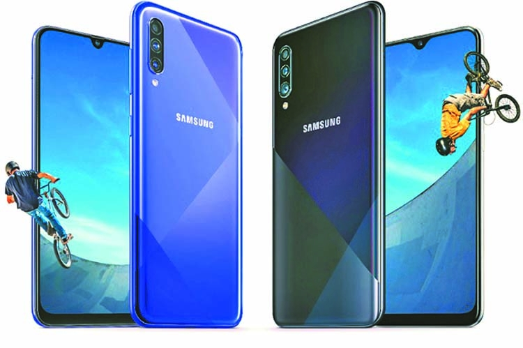 Samsung introduces new phones