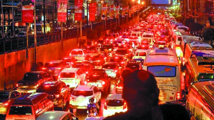 Manila commuters outraged by 'leave earlier' advice