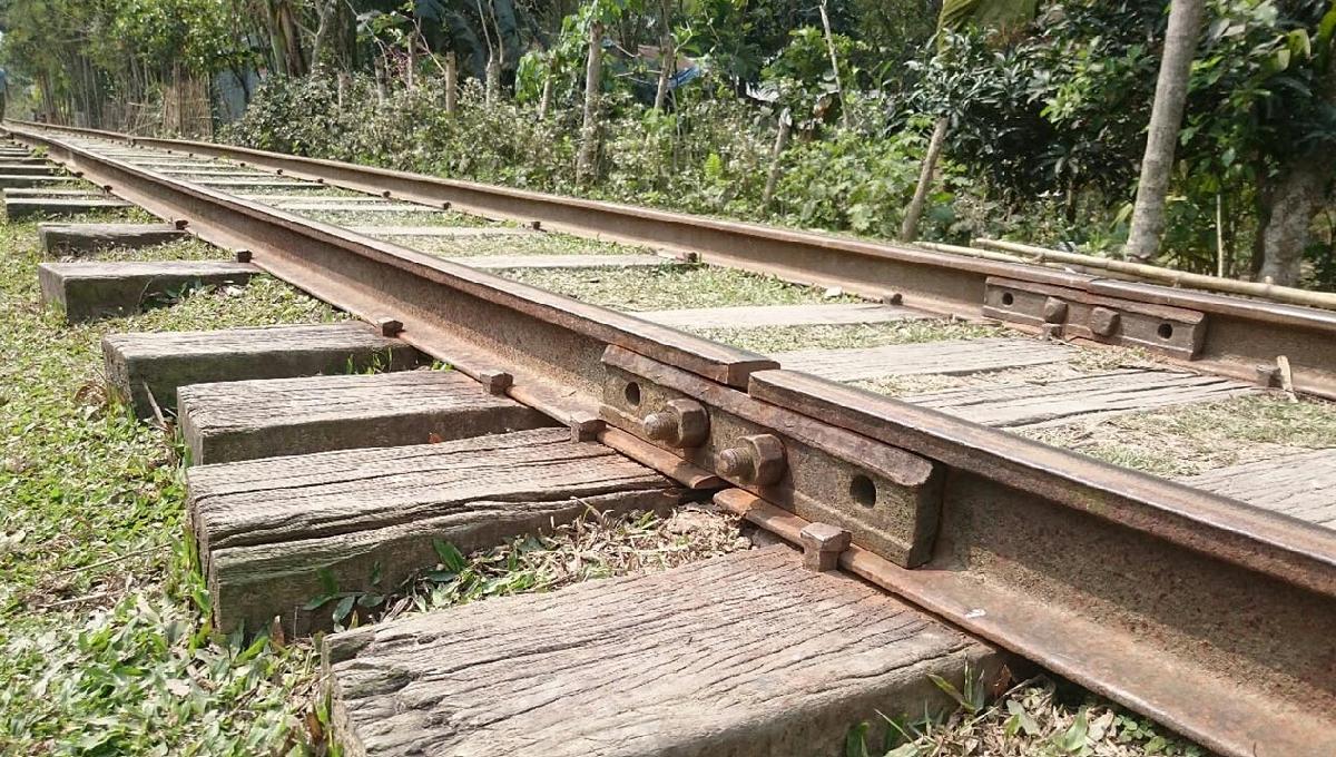 New intercity train service threatened by 50-km of run-down tracks