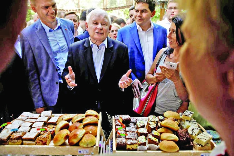 Poland's Kaczynski steps out of shadows to mobilize rural vote