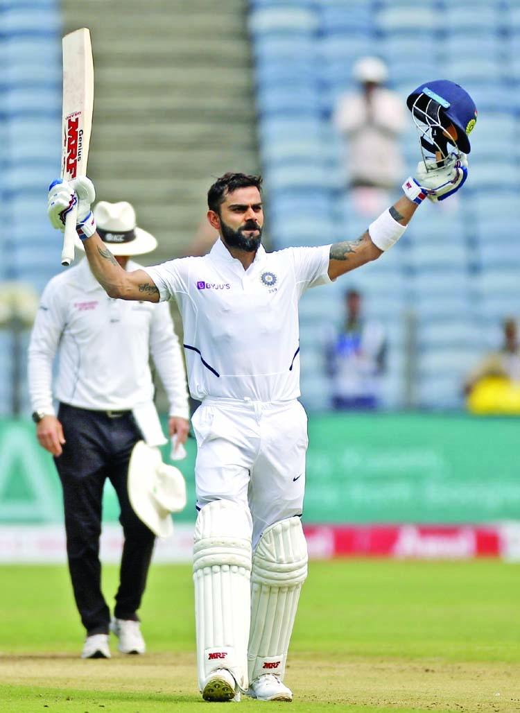 Bradmanesque Kohli puts India on top in second Test