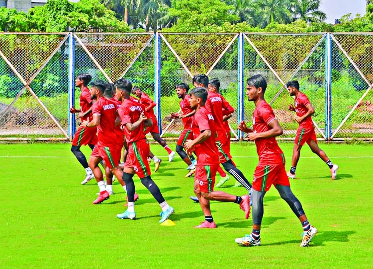 Nat'l booters hold tough training