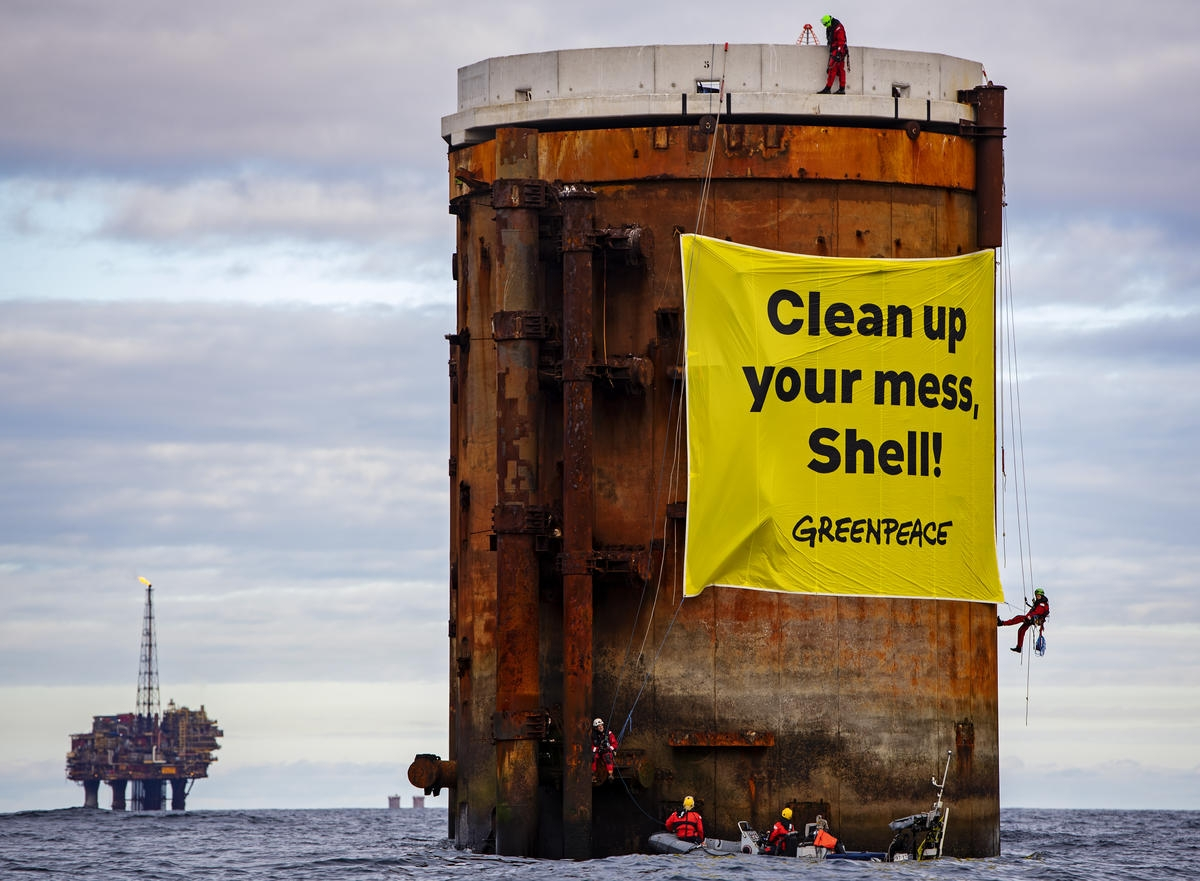 Greenpeace activists board Shell North Sea platforms