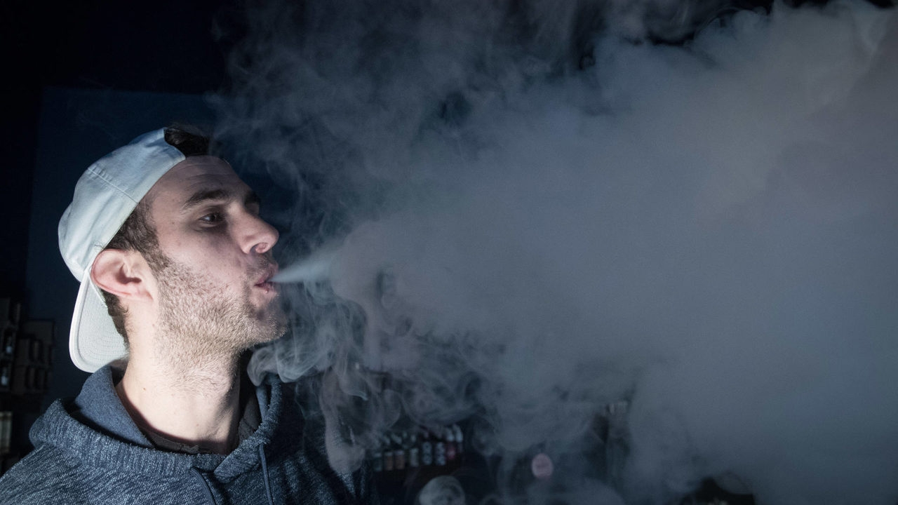 US vaping-related deaths climb to 39, Illinois reports third death