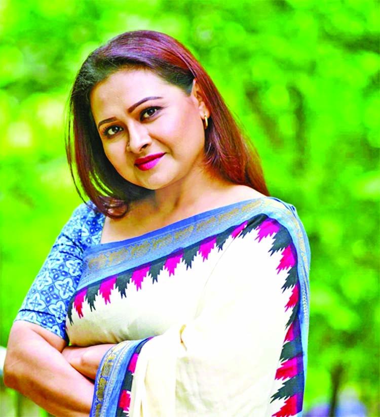 Bijori in title role of drama 'Apa'