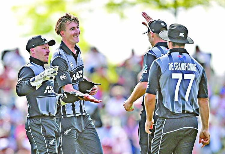 England collapse as Kiwis take series lead