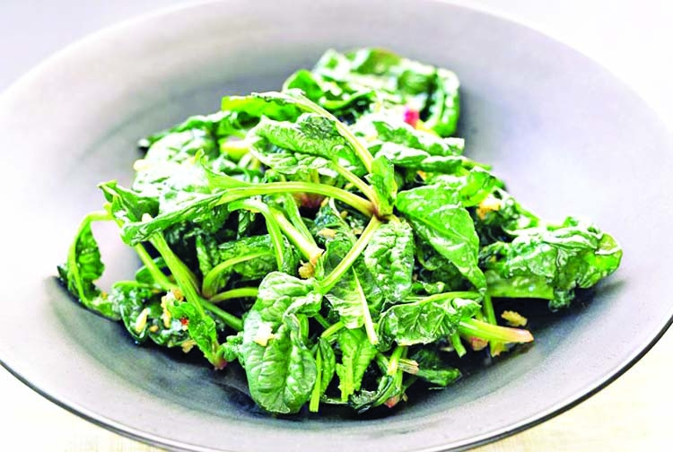 Wilted baby spinach with garlic and oil