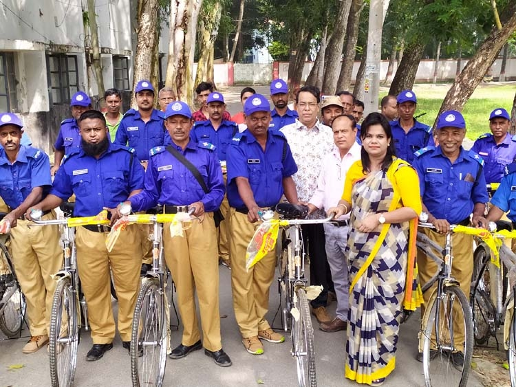 Bicycle, study items distribution program held in Dumuria