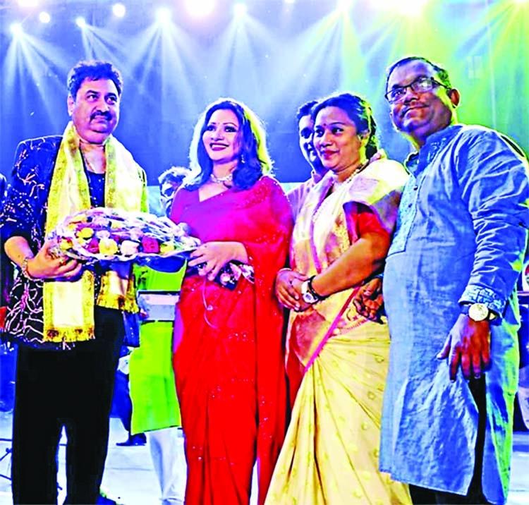 Ankhi Alamgir, Kumar Shaanu honored in Kolkata