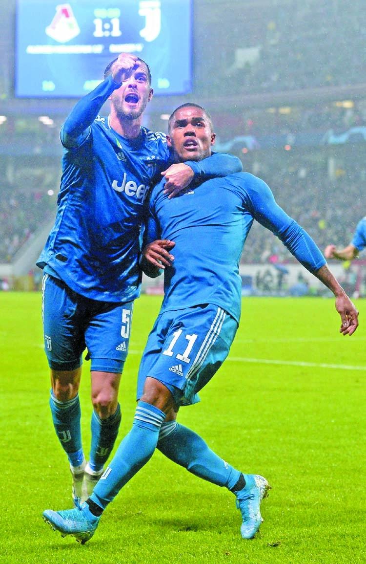 Costa gem sends Juve into last 16