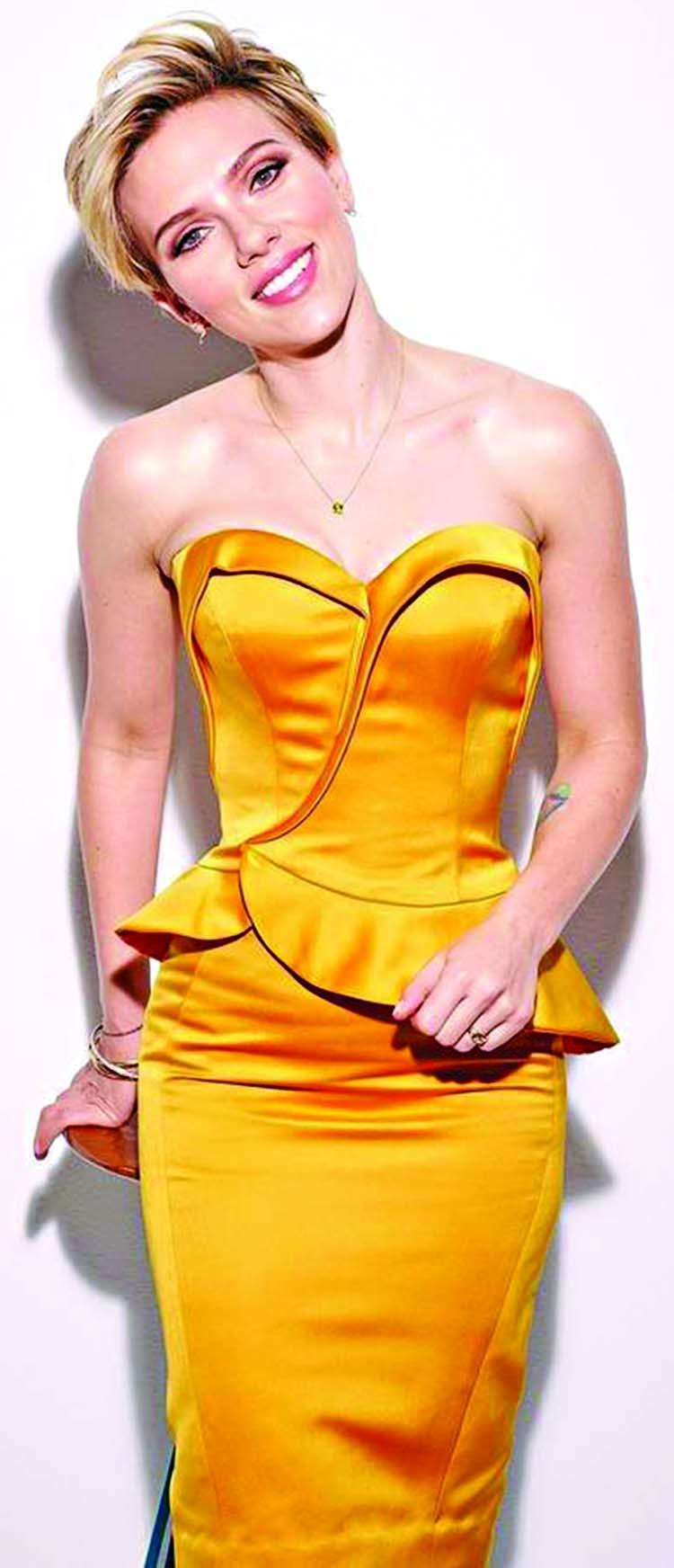 Scarlett Johansson shows off back tattoo