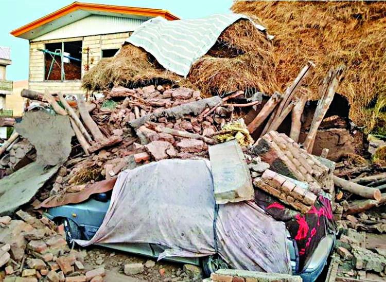 'Iran quake kills at least six, injures 300'