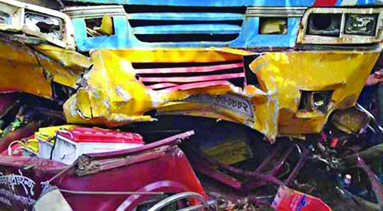 7 die in Panchagarh road crash