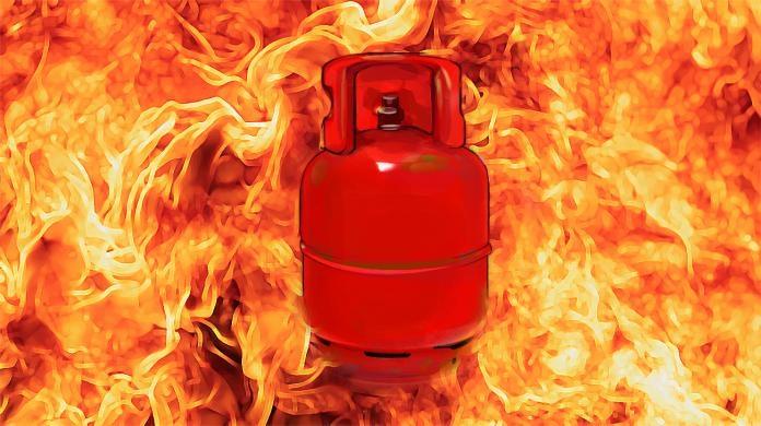 Microbus cylinder blast leaves 3 dead in Cumilla