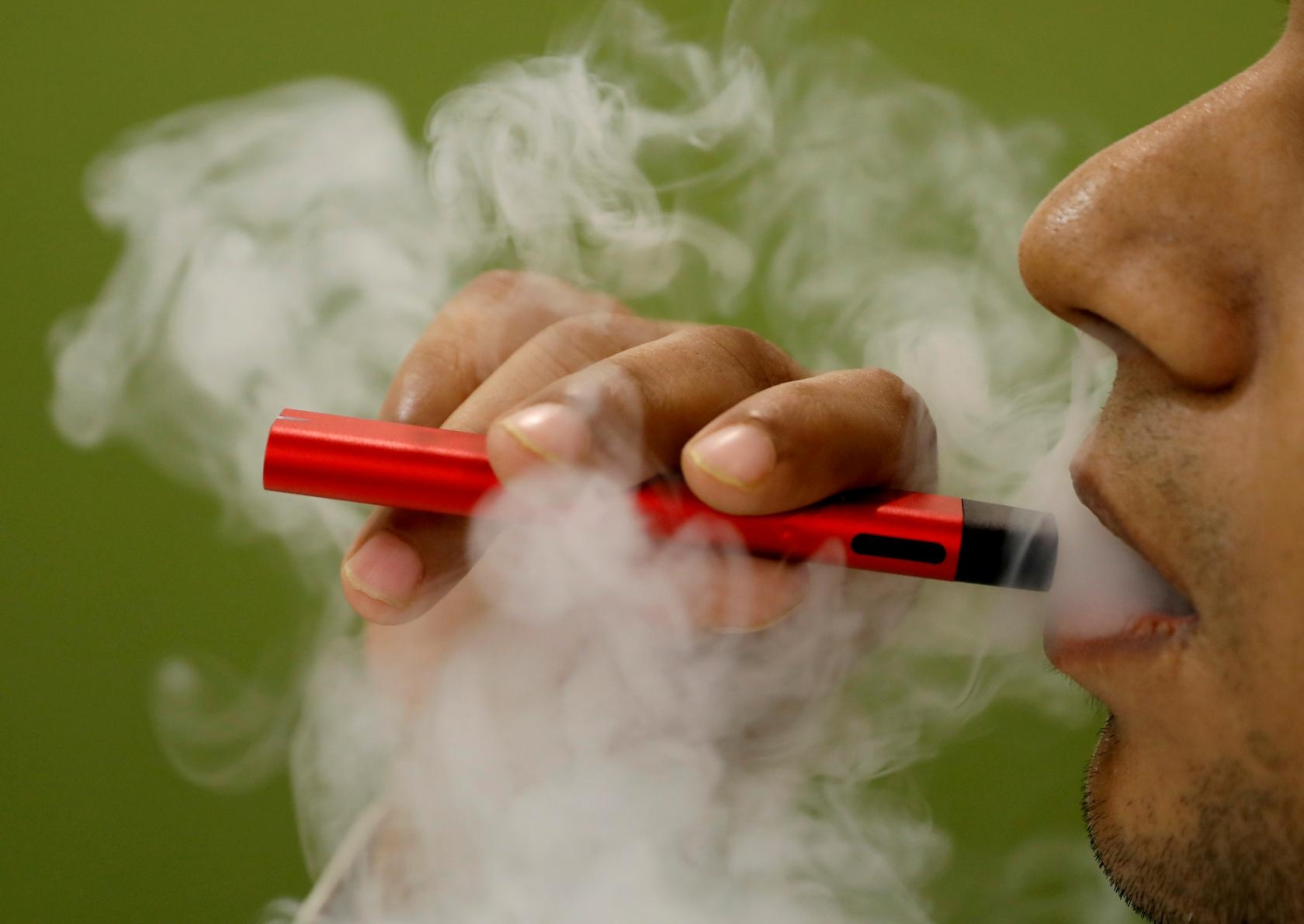 US vaping-related deaths rise to 42, cases of illness to 2,172