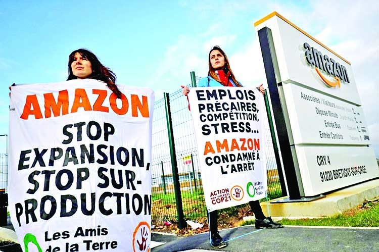 French Activists protest against Amazon's Black Friday backlash