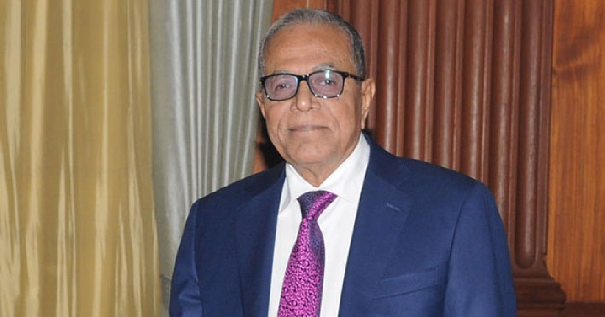 Ensure transparency in public, private sectors: President to CAs