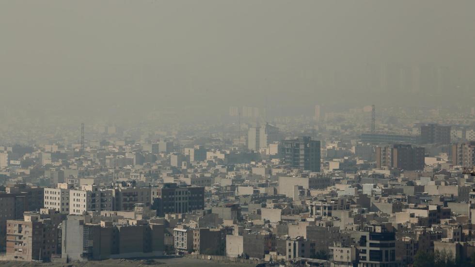 Smog shuts schools, universities in Iran