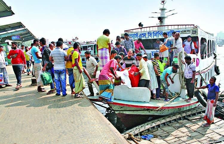 Workers end water transport strike