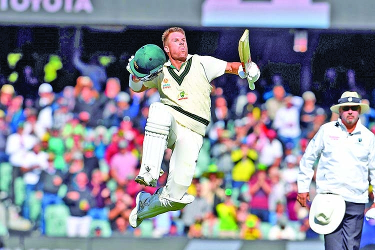 Warner hits 335 as Pakistan suffer