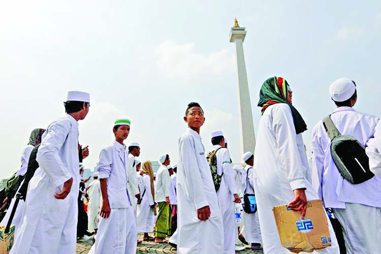 Conservative Muslims rally peacefully in Indonesia