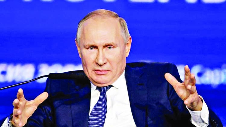 Putin signs law to label journalists