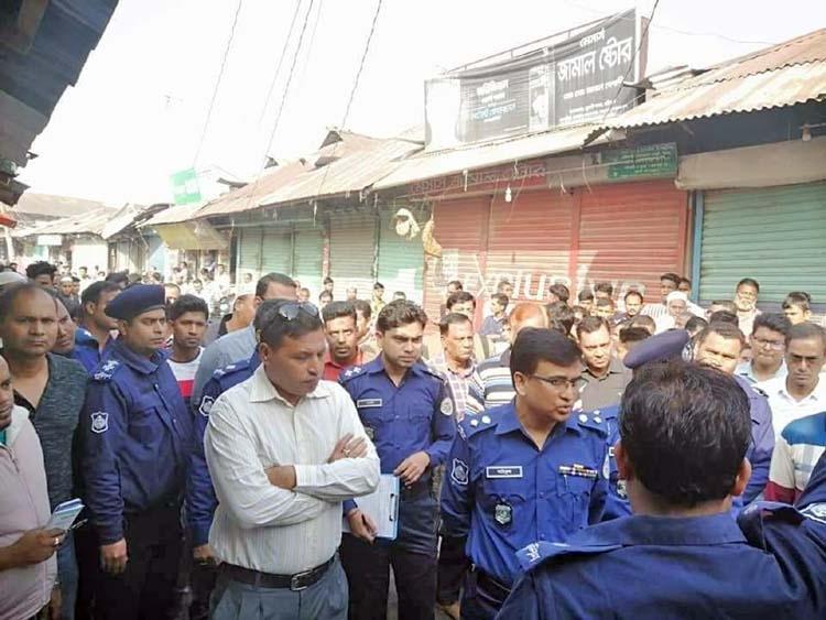 Three jewelries looted in Barishal