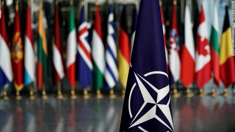 Nato leaders gather as alliance's cracks show
