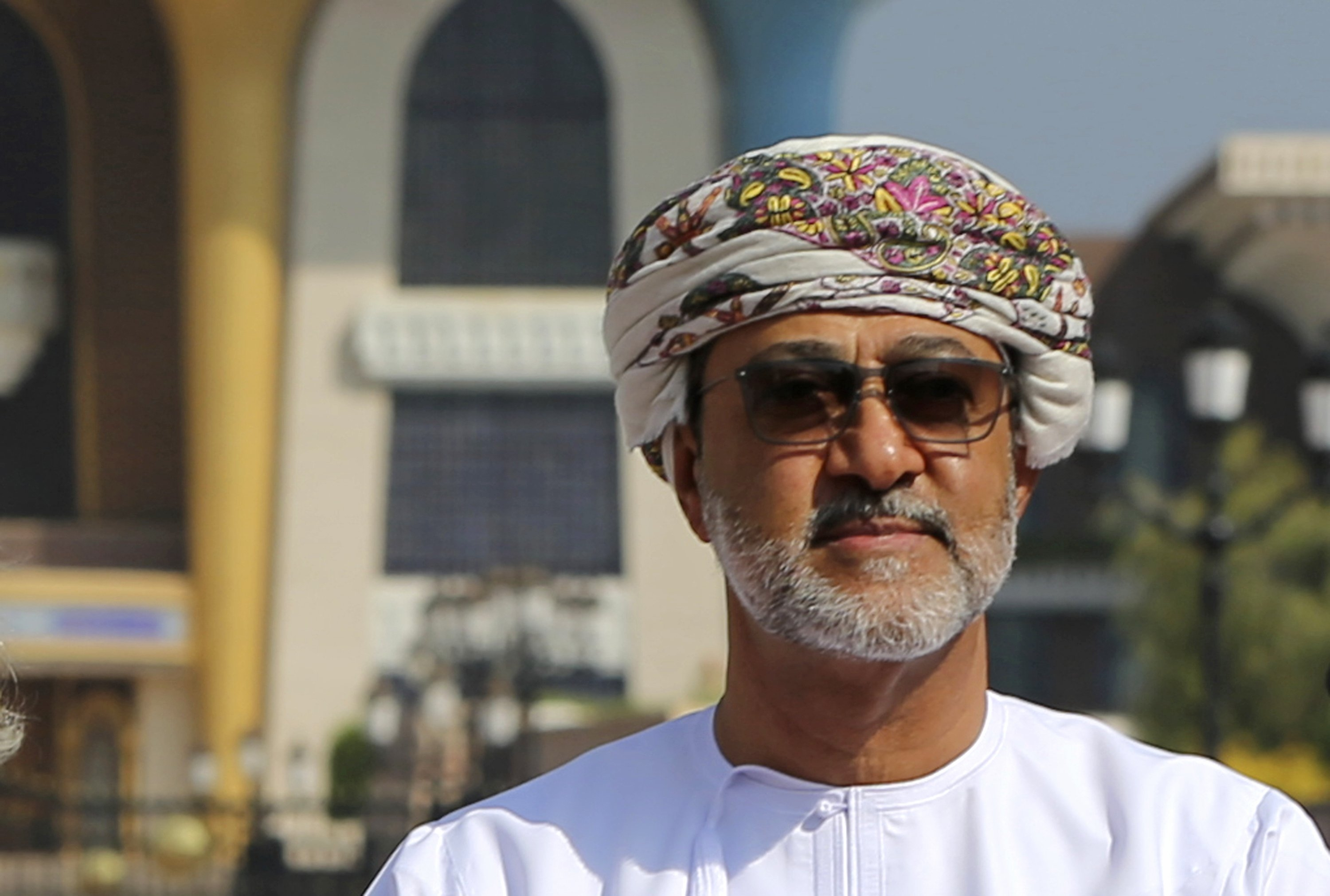 Cousin of late Oman sultan sworn in as new ruler