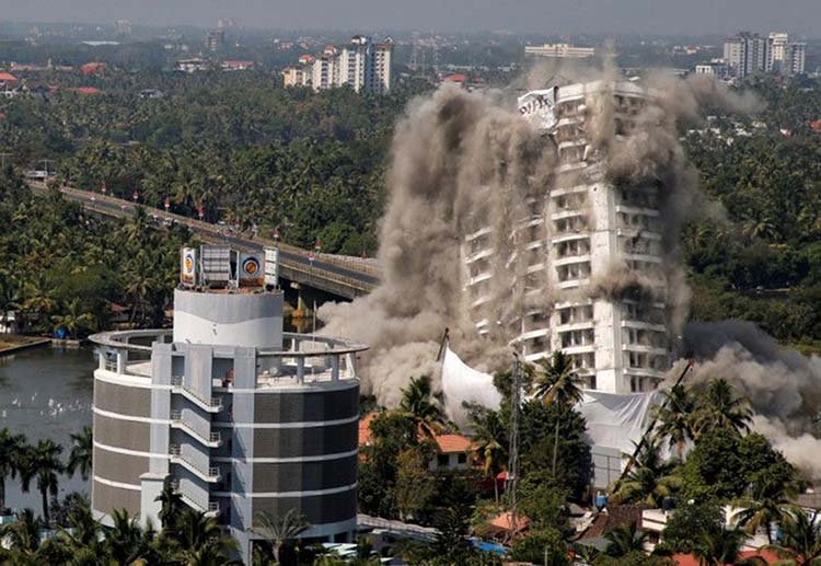 Luxury high-rises demolished in Kochi