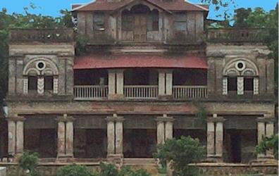 Traditional royal palace: Haripur Zamindar Bari