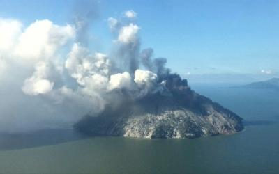 Volcano explodes in Papua New Guinea island