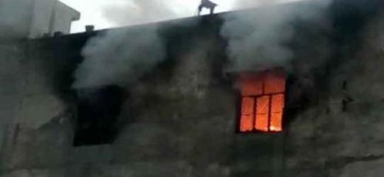 Delhi warehouse fire kills 17