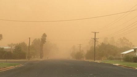 Dust blankets Australian town in orange