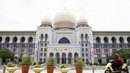 Malaysia mosque bans tourists after 'sexy dance' goes viral
