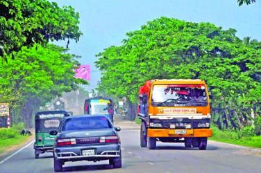 Banned 3-wheelers ply freely on highways