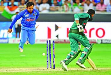 Dominant India smash Pakistan by 8 wickets