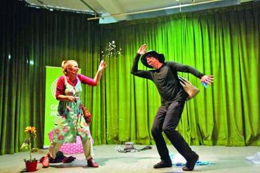 German troupe stages play on climate change