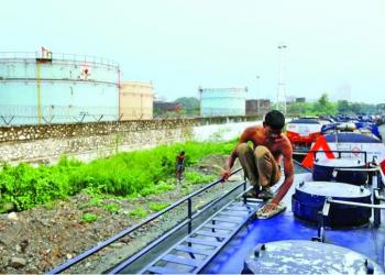 India considers cutting back crude imports