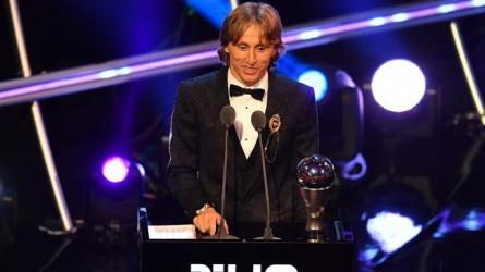 Modric wins world player of year, ends Ronaldo-Messi duopoly
