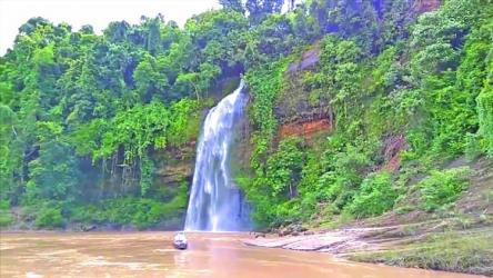 Rijuk waterfalls in Bandarban