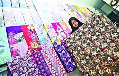 'Make wearing batik a culture'