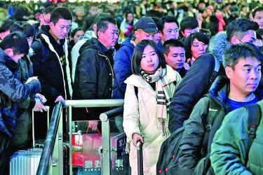Chinese told to behave ahead of festive mass migration
