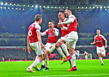 Arsenal revive top-four hopes
