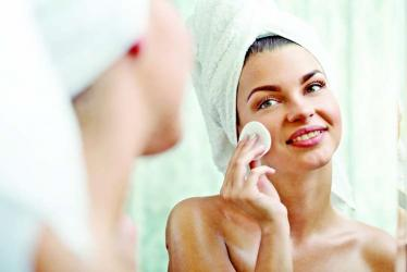 Easy ways to remove makeup naturally