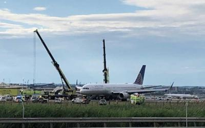 United jet blows tires during landing