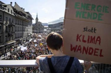 '100,000' march in Switzerland for climate action