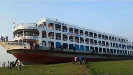 Barguna-Dhaka route launch runs aground in Meghna