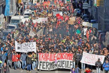 France unions take pensions battle back onto the streets